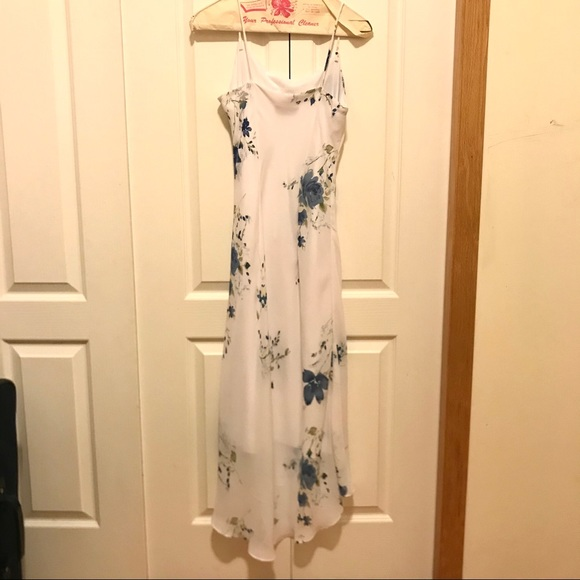 Medium white dress with pretty blue flowers!